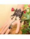 Bratara cu inel din dantela neagra cu fluturas si cristale