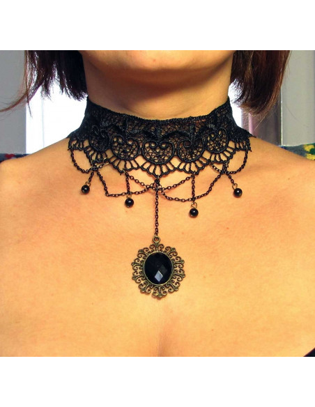 Colier choker din dantela neagra de matase, medalion negru si lantisoare