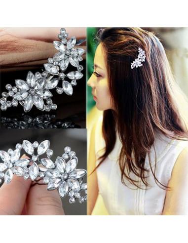 Agrafe de par cu cristale albe tip floare delicata
