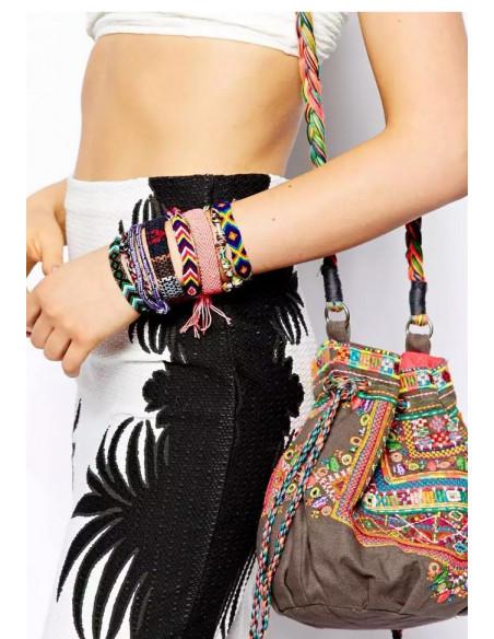 Bratara lata cu motive etnice, model negru multicolor