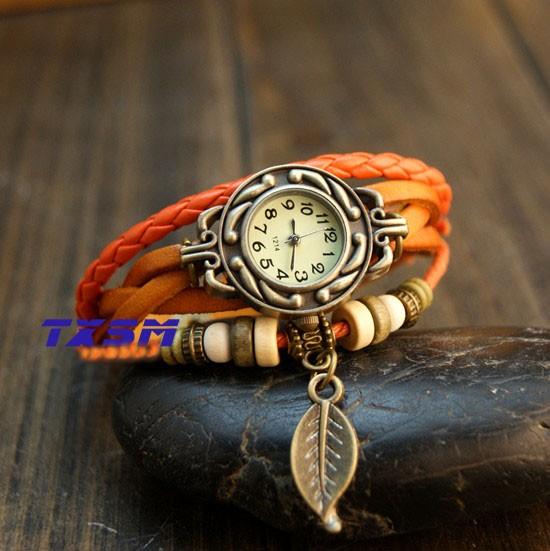 Ceas vintage, ceas unicat, ceas curea din piele, cadran rotund inflorat si lucky charm frunzulita