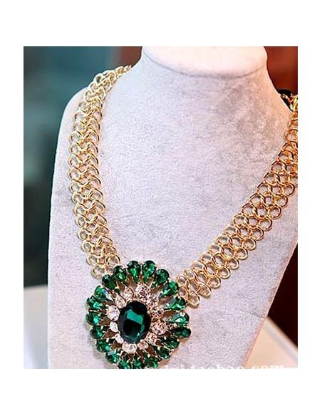 Colier statement cu lant gros auriu si medalion cu cristale