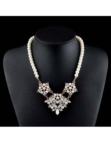 Colier statement cu perle albe si medalioane cu cristale
