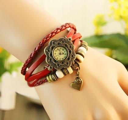 Ceas vintage, ceas unicat, ceas curea din piele, cadran rotund inflorat si lucky charm inimioara