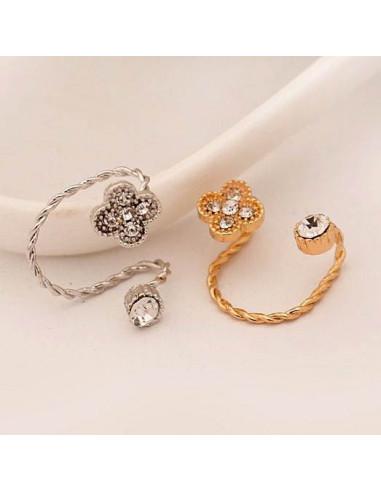 Cercel ear cuff elegant, fir rasucit cu cristale si trifoi