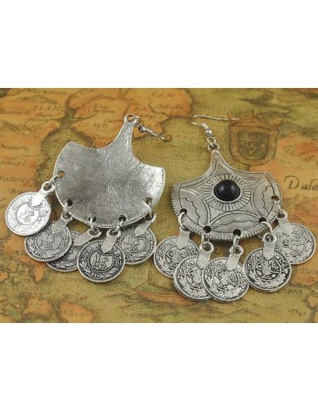 Set colier indian si cercei argintii cu banuti metalici si margele negre
