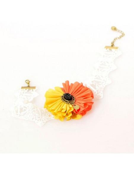 Colier choker din dantela alba si floare portocaliu cu galben