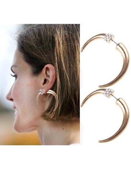 Cercei aurii, model cu colt curbat ce trece prin ureche