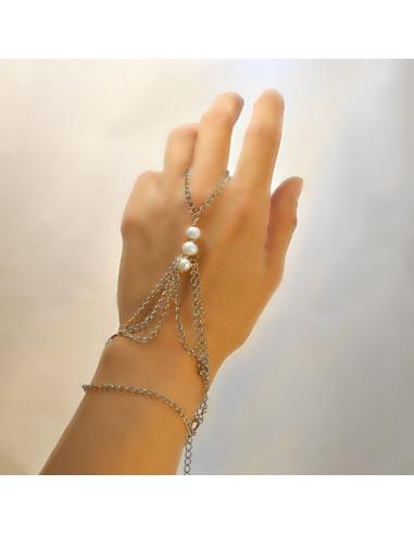 Bratara cu inel stil arabesc, cu trei perle si trei randuri de lantisoare