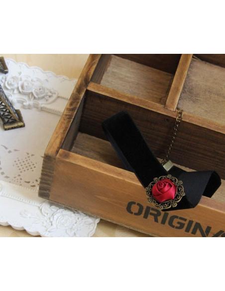 Colier choker din catifea neagra cu un mic trandafir rosu in centru