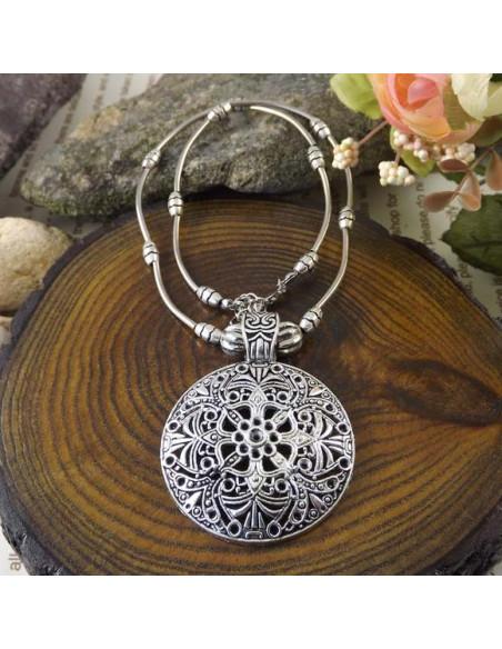 Lant argintiu cu medalion floral tibetan simplu