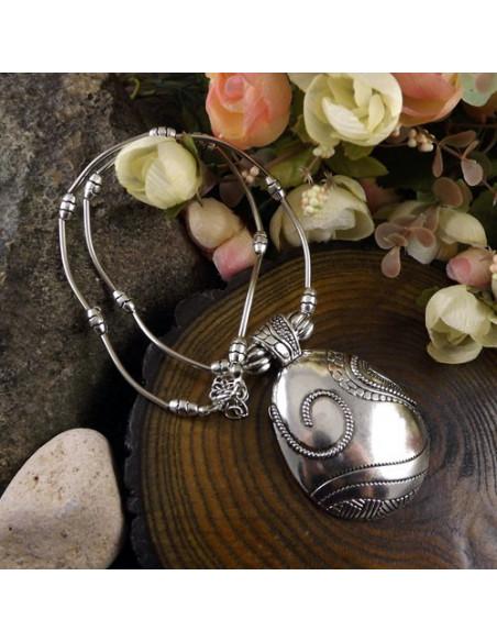 Lant tibetan argintiu cu medalion floral minimal simplu