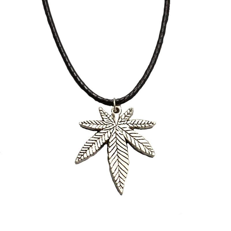 Snur negru cu medalion frunza de marijuana