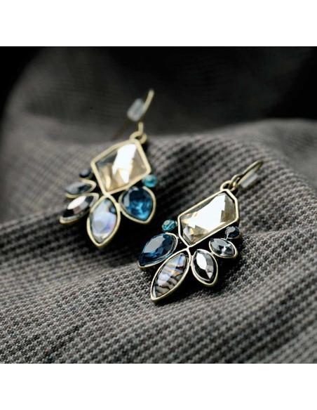 Set lantisor si cercei auriu patinat, cu cristale albastre, galbene si opalescente